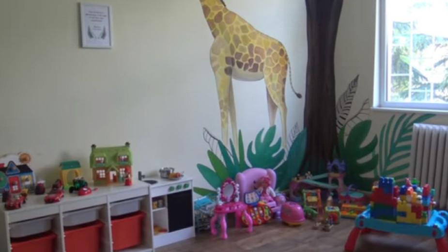 Детското отделение на областната болница в Ямбол вече разполага със стая за игри и занимания на най-малките пациенти. Предстои да бъде получено и медицинско...