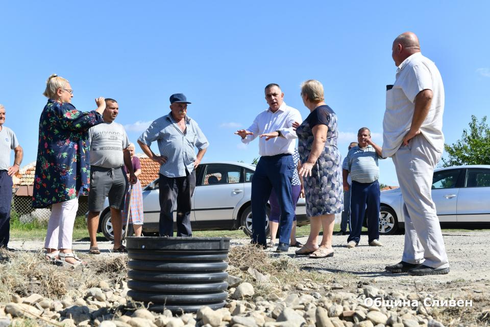 В Желю войвода се изгражда нова отводнителна канализация за голям район от селото, където дворовете и къщите на хората се наводняват при проливни дъждове....