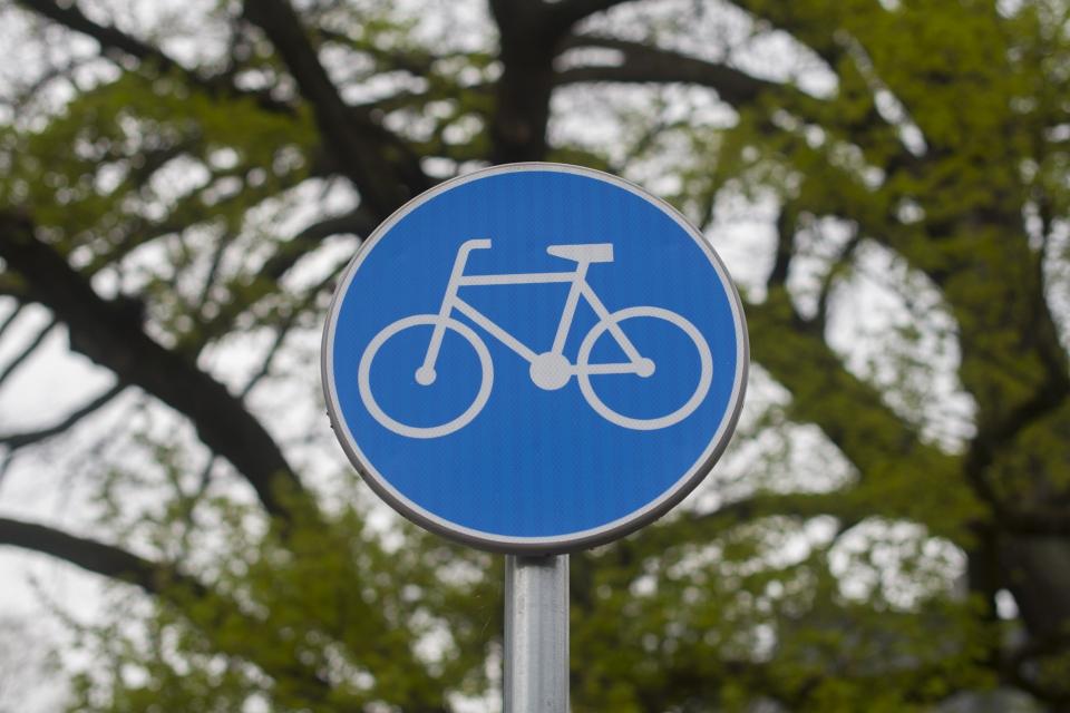 """Продължава асфалтирането на новите велоалеи по булевардите """"Христо Ботев"""" и """"Бургаско шосе"""". На определени участъци от булевардите """"Панайот Хитов"""", """"6-и..."""