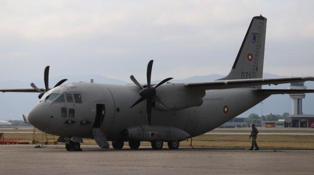 """Два военно-транспортни самолета С-27J """"Спартан"""" с екипажи от състава на Военновъздушните сили, излетяха в 8 часа тази сутрин, за да превозят хуманитарна..."""