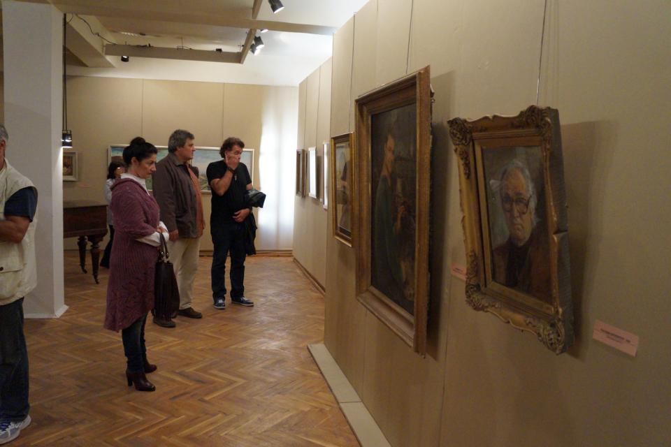 """В художествена галерия """"Жорж Папазов"""" в Ямбол днес ще бъде открита изложба с живописни..."""