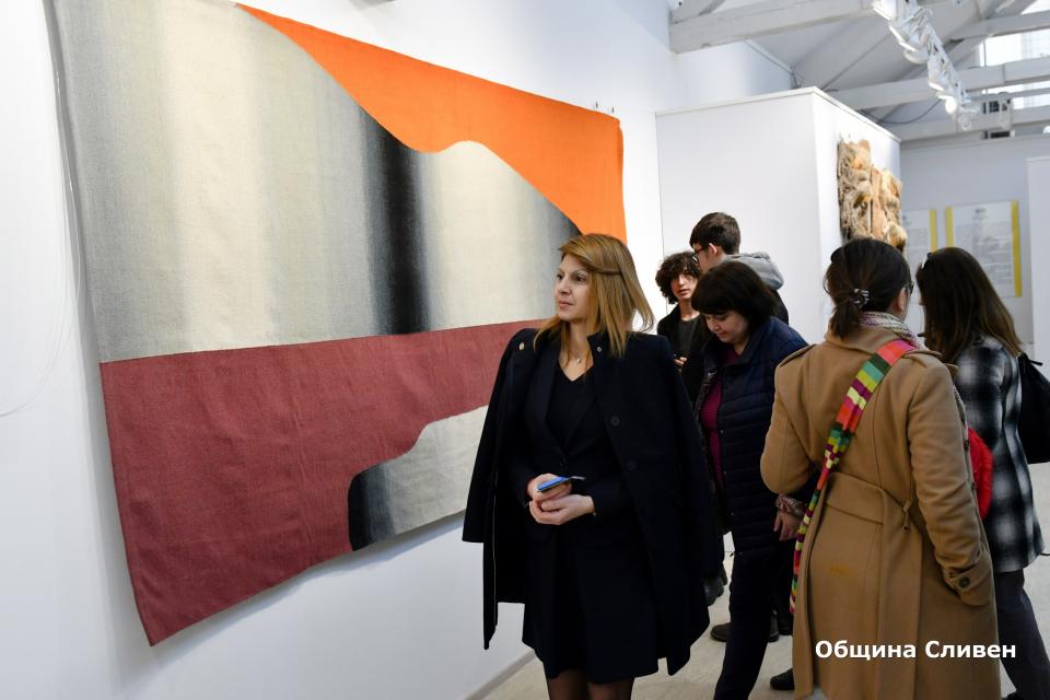 """Творби на значими български автори от фонда на художествена галерия """"Жорж Папазов""""-Ямбол бяха показани за първи път в галерия """"Нова"""" към Национална художествена..."""