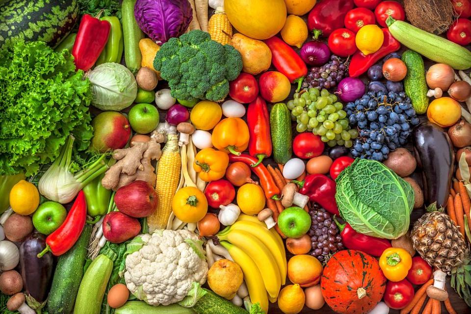 """Държавен фонд """"Земеделие"""" днес ще изплати 90 млн. лв. подпомагане на производителите на плодове и зеленчуци, съобщават от БНР. Някои от ставките са завишени..."""