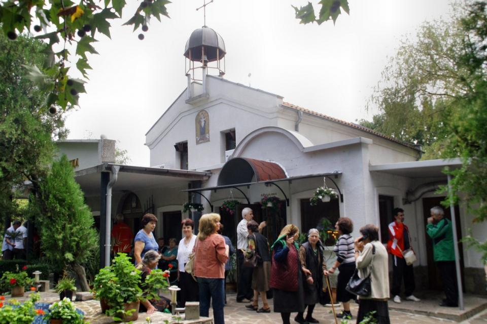 Манастирът в Кабиле очаква стотици посетители в неделя. Всяка година на 8 септември...