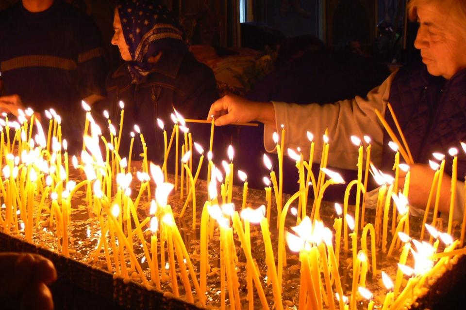 На 2 ноември (събота) ще отбележим Архангелова задушница, дни преди големия християнски празник Архангеловден. На Задушница отдаваме почит на починалите...