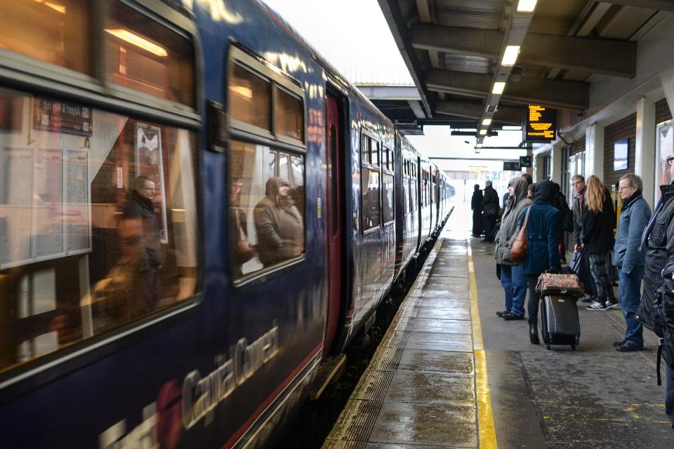 Проверки за спазването на противоепидемичните мерки започват във влака Пловдив- Асеновград, съобщава БНТ. Те ще се извършват от служители на пловдивската...
