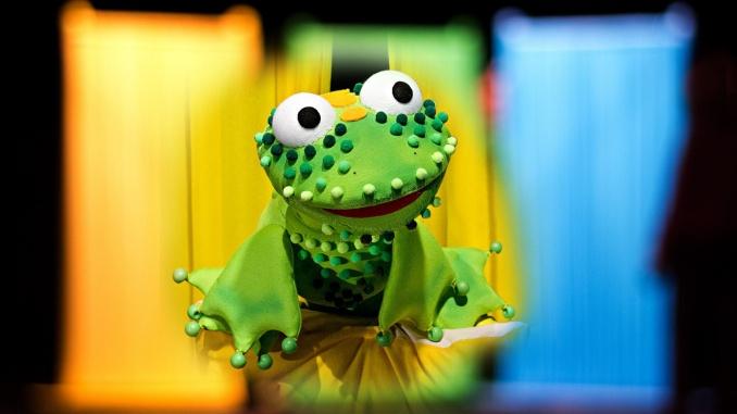 """На 12 септември, в събота от 11:00ч. малките зрители на Куклен театър """"Георги Митев-Жоро"""" могат да гледат """"Жабчо"""". В пиесата на режисьора Мария Банова..."""