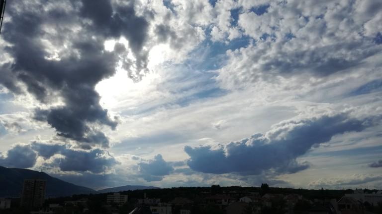 Във вторник денят ще е без валежи и разкъсана облачност в северозападната половина на страната. На изток и конкретно на югоизток по периферията на преминаващ...