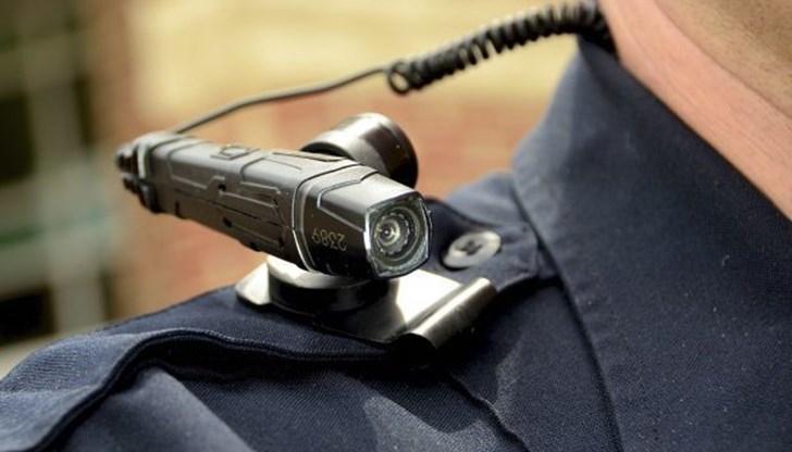 Полицаи с камери на ревера ще заснемат всеки свой контакт с нарушител или просто проверяван гражданин. Целта на устройствата е от една страна да пазят...