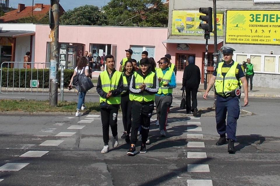 """Областната дирекция на МВР в Ямбол стартира днес кампания по пътна безопасност. Тя ще премине под надслов """"Заедно за сигурността на пътя"""" и е насочена..."""