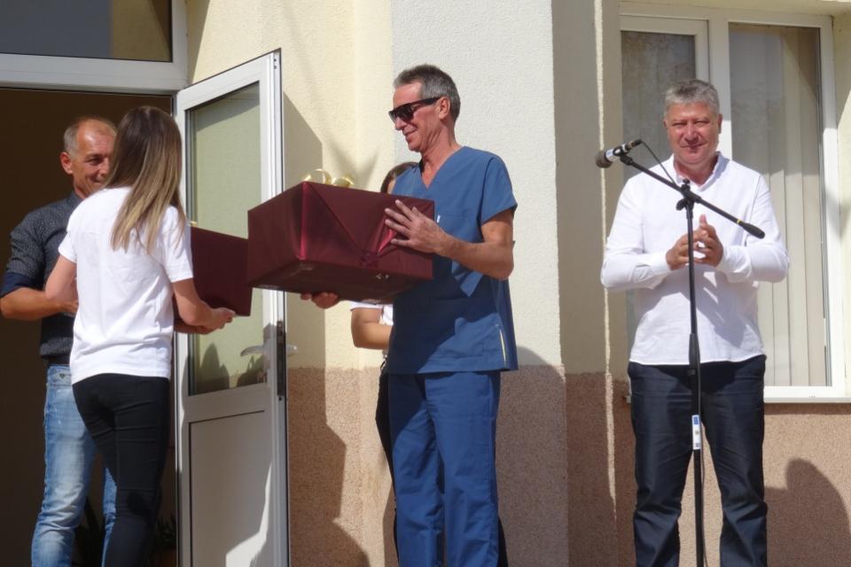 """На 21 септември 2019 г. беше финалът на благотворителната кампания за събиране на пластмасови капачки """"Тунджа може"""". В село Безмер на младежкия фестивал..."""
