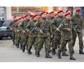Каракачанов: Очаква се възстановяване на доброволната казарма от догодина