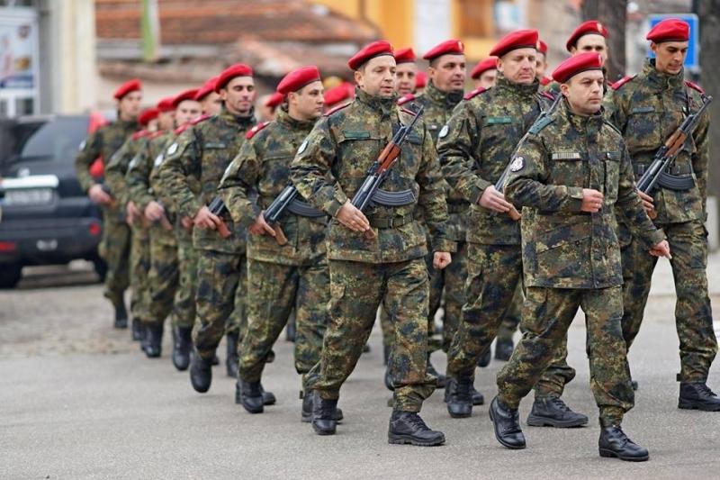 От догодина се очаква да се възстанови доброволната казарма. За издръжка на войниците и за ремонти на базите в бюджета на Министерството на отбраната са...
