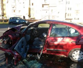 Катастрофа в Средец изпрати двама в болница