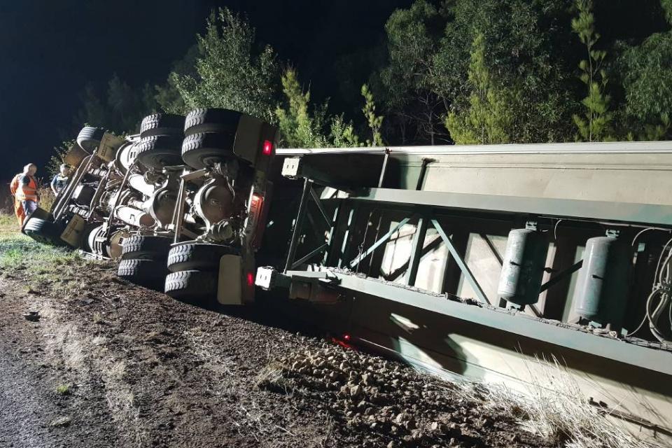 Катастрофа затвори снощи за часове път I-7, около 1 км след гр.Елхово в посока ГКПП Лесово. Произшествието е между два товарни автомобила, единият с полуремарке...