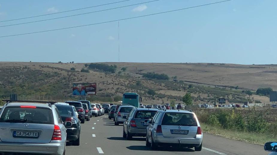 """Три катастрофи затрудниха днес движението на автомагистала """"Тракия"""", научи 999 ог Агенция """"Пътна инфраструктура"""". Верижна катастрофа, в която на входа..."""