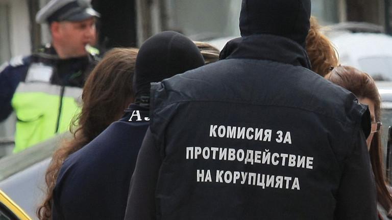 Кметовете наСтражица, Козлодуй и Тервелса глобени с общо 125 000 лева за конфликт на интереси, съобщиха от Антикорупционната комисия. Комисията започна...