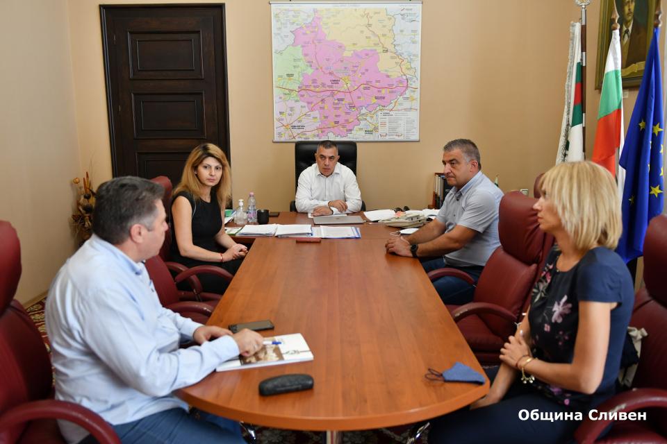 Кметът на Сливен Стефан Радев прие днес кмета на община Елена Дилян Млъзев. Двамата обсъдиха възможностите за съвместно бъдещо сътрудничество между двете...