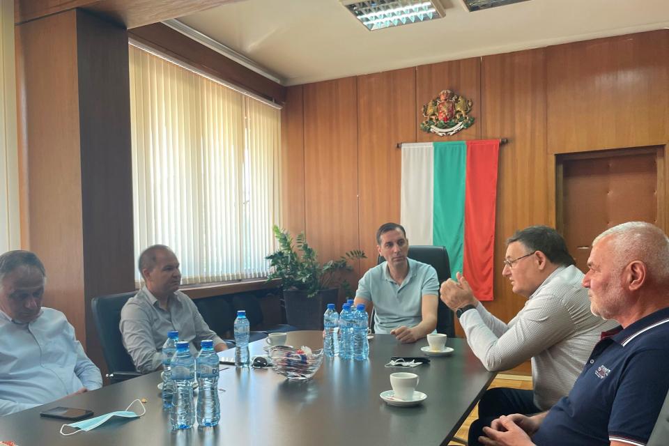 Кметът на община Ямбол Валентин Ревански проведе работна среща с народния представител Димитър Иванов и с кметовете на общините Силистра и Шумен - д-р...