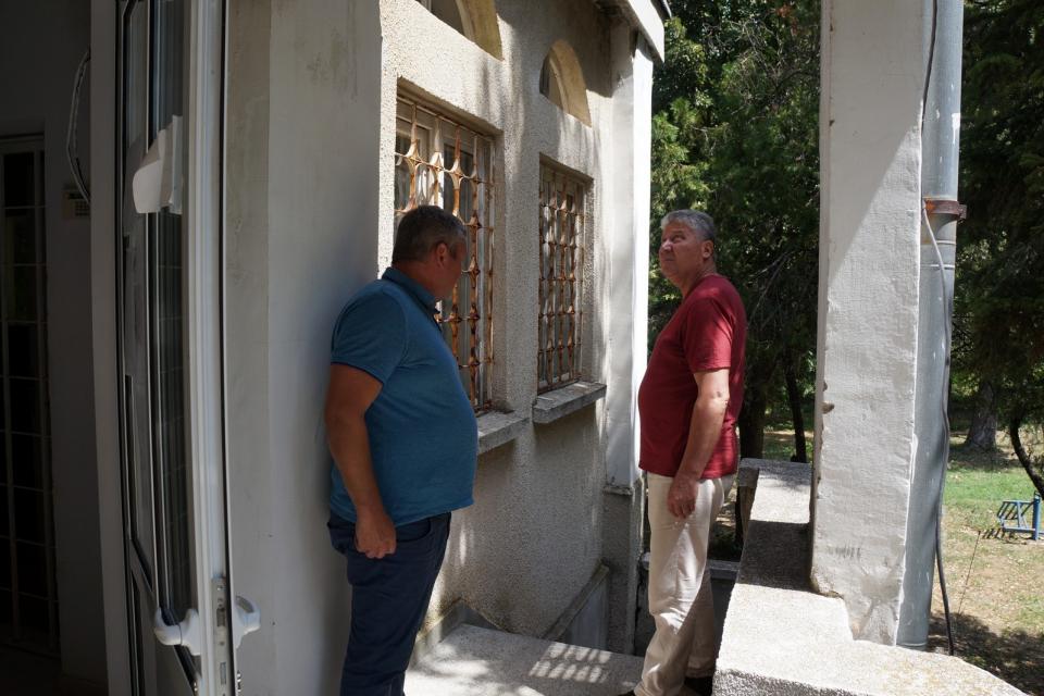 Няколко конкретни ангажимента пое към дошлите на приемния ден в Могила кметът Георги Георгиев. Той изслуша исканията на 10 души, част от които се припокриваха,...