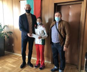 Кметът на Община Ямбол дари заплатата си на двама млади ямболски спортисти