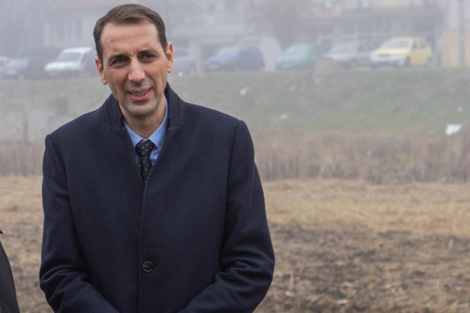 """С призив към гражданите да обединят усилията си в опазването чистотата на града се обърна кметът на Ямбол Валентин Ревански.  """"Уважаеми съграждани, обръщам..."""