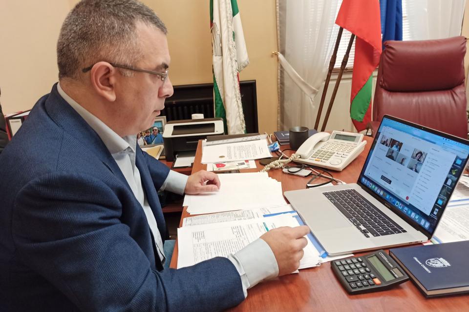 Актуални данни, дейности и бъдещи политики на Община Сливен бяха сред темите на днешната онлайн среща на кмета Стефан Радев и част от екипа на Световната...