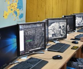 """Кметът на Сливен към ученици от гимназия """"Арх. Георги Козаров"""": Вашите специалности са перспективни за бъдещата ви реализация"""