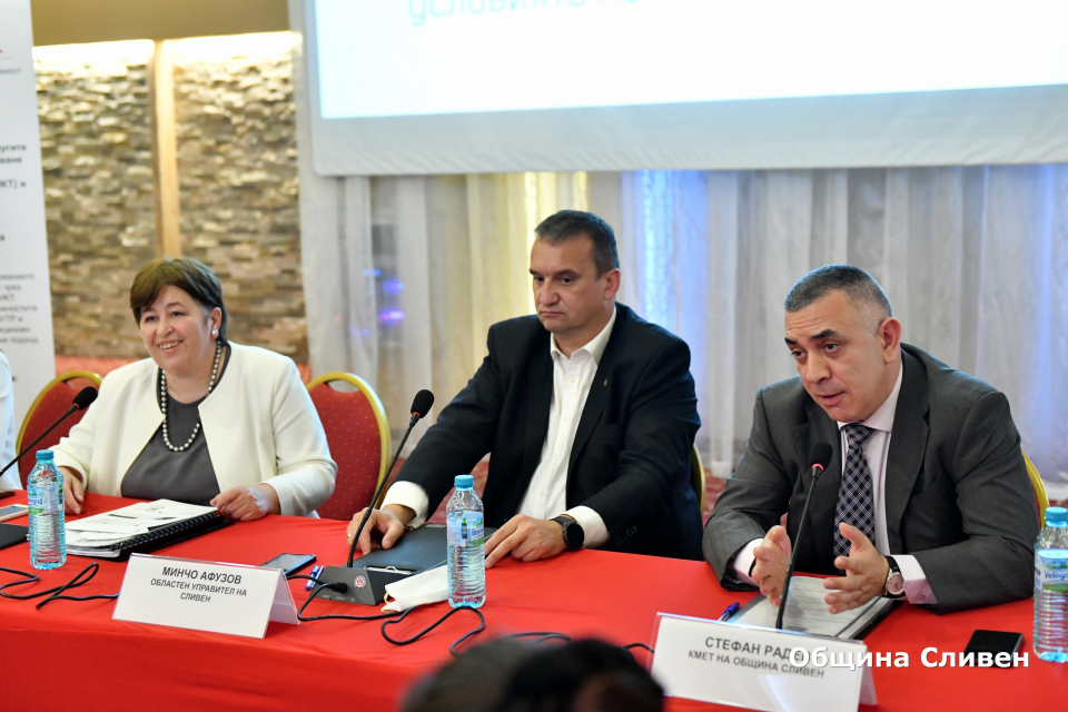 Кметът Стефан Радев приветства участниците в изнесеното заседание на Националния съвет по туризъм, който се провежда днес в Сливен. Основните теми са насочени...