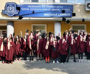 Кметът на Сливен Стефан Радев поздрави абсолвентите на медицинския филиал и изпрати награди за випуска