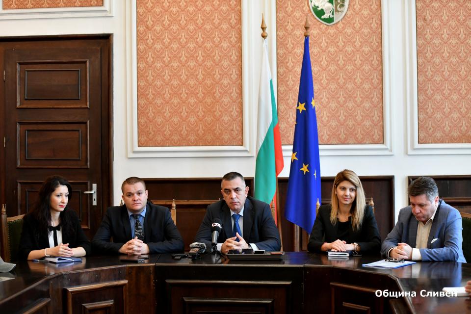 Кметът Стефан Радев: Успяхме да изпълним мащабни и много важни за жителите на Сливен проекти Като един от най-мащабните и важни за жителите на града проекти,...