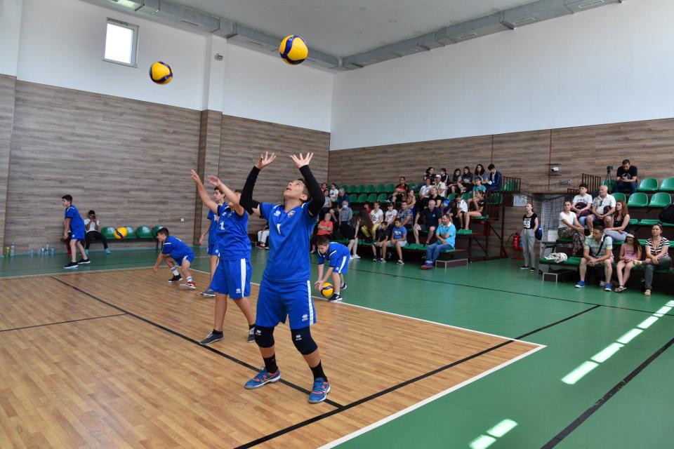 """Отборът на """"Левски"""" е победител във волейболния турнир """"Сините камъни"""", който се проведе вчера в Сливен. Втори са момчетата от отбор """"Сливен"""", на трето..."""