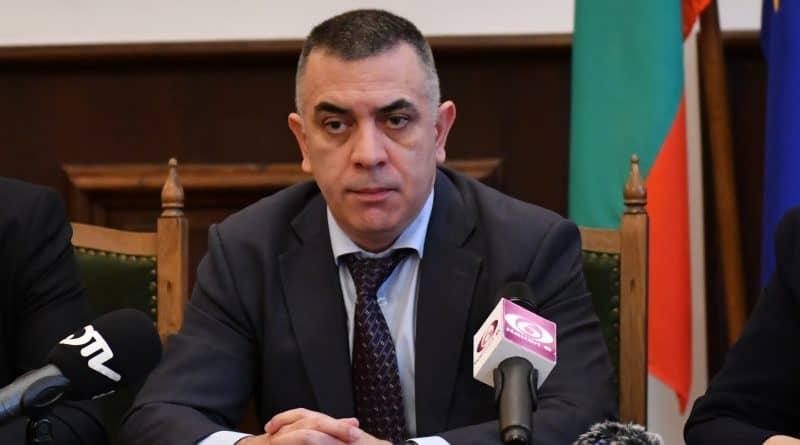 """Кметът на Сливен Стефан Радев отправя съболезнования към близките на загиналите в катастрофата, станала тази сутрин край Лесово. """"Изразявам най-дълбоки..."""