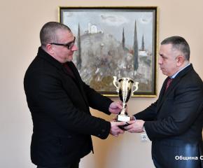 Кметът Стефан Радев получи купа от Българската автомобилна федерация