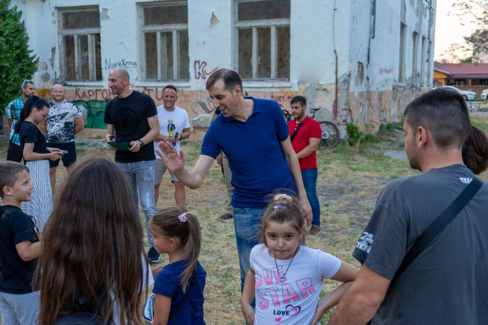 """Дворът на бившето Начално училище """"Ради Иванов Колесов"""" в ямболския квартал """"Каргон"""" може да се преобразува в спортен комплекс, който да включва футболно..."""