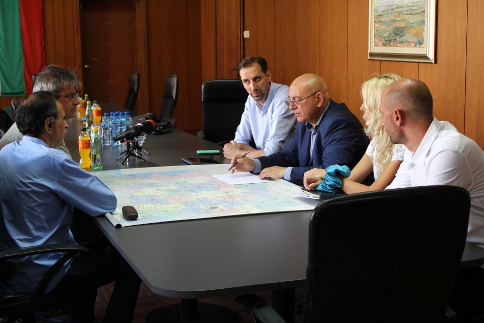 """В зала 203 на Община Ямбол се проведе работна среща с министъра на околната среда и водите Емил Димитров, на която присъстваха директорът на дирекция """"Управление..."""