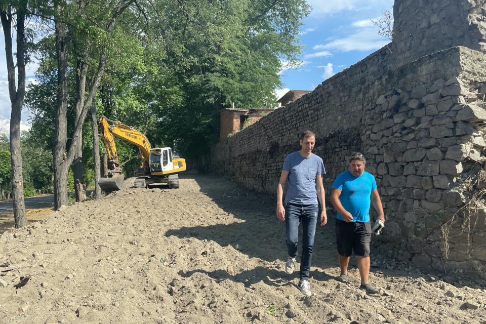 Продължават дейностите по почистването и откриването на северната стена на средновековната Ямболска крепост. Този месец кметът на община Ямбол Валентин...