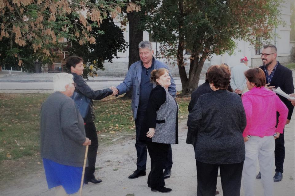 С ретроспекция на свършеното и с ясна визия за приоритетите през новия мандат посрещнаха безмерци кандидатът за кмет на селото Росен Русев, кандидатът...
