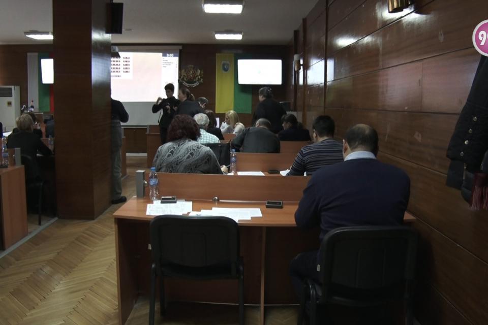 Единици са общинските съветници от миналия мандат, които дариха част от последната си заплата. Припомняме, че кметът на общината Валентин Ревански и председателят...