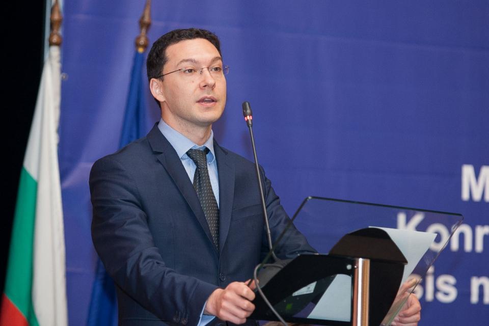 Президентът Румен Радев връчи мандат на първата политическа сила ГЕРБ-СДС за съставяне на правителство след проведените на 4 април парламентарни избори. Като...