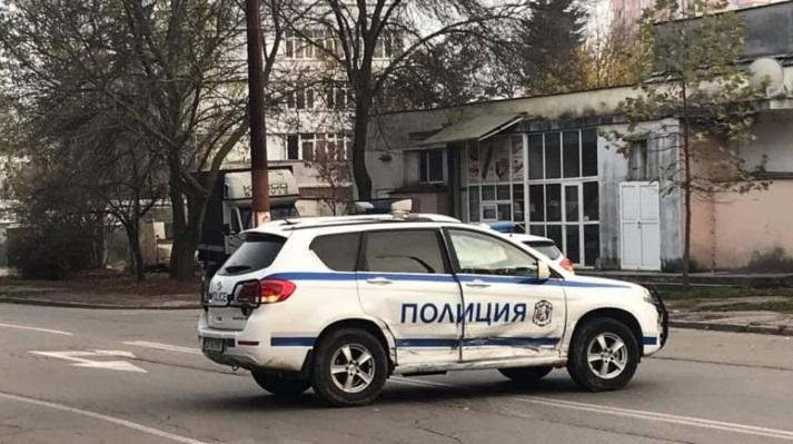 """Oколо 15:20 часа на 16 ноември лек автомобил е ударил странично полицейски джип. Инцидентът е станал на пресечката на улиците """"Търговска"""" и """"Милин камък""""...."""