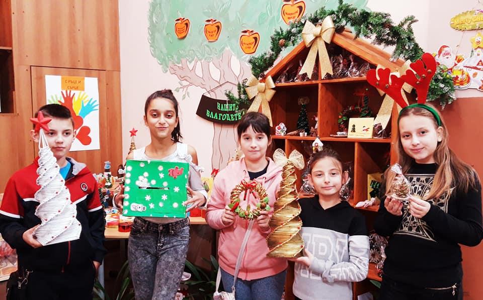 """За трета поредна година ученици от Основно училище """"Св. Паисий Хилендарски"""", село Роза останаха верни на коледното послание за щедрост и милосърдие. Заедно..."""