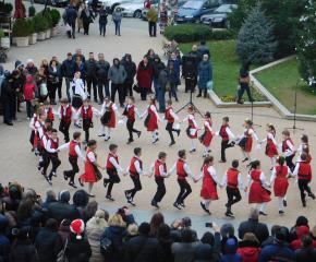 Коледно веселие събра днес жители и гости на Сливен