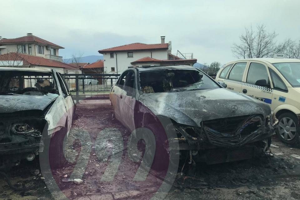 Няколко автомобила са опожарени в нощта срещу неделя. Огънят е пламнал около 23:30 на 4 април, научи 999. За инцидента потвърдиха от ОДМВР-Сливен.Автомобилите...