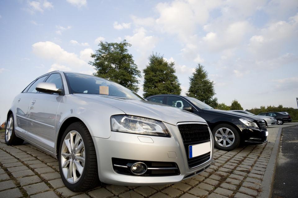 Пандемията и локдауните вкараха бизнеса с колите втора употреба в труден период. Масови фалити на вносители на автомобили и рязък ръст на цените прогнозират...