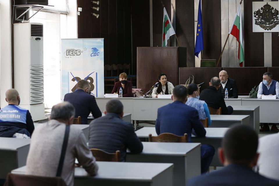 Допълнителни инвестиции в спортна инфраструктура в Сливен и региона обеща министърът на младежта и спорта и водач на листата на ГЕРБ/СДС в Русе Красен...