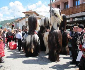 Кукерски страсти навръх Великден в село Елешница