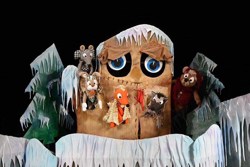"""""""Дядовата ръкавичка"""" е новото премиерно представление на Държавен куклен театър-Ямбол. То трябваше да се състои днес, но заради грипната обстановка, се..."""