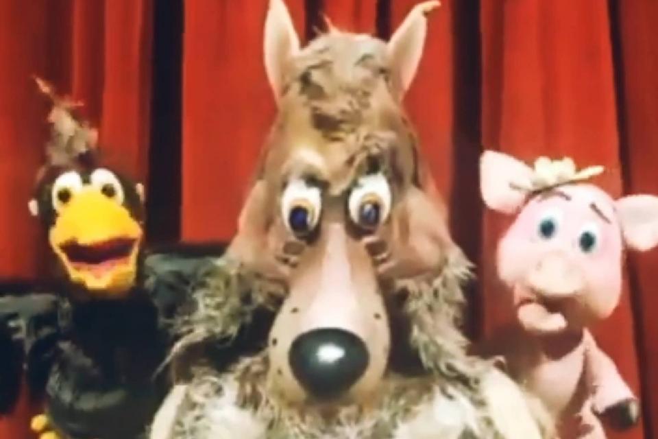 """Държавният куклен театър в Сливен съобщава, че ще бъде отворен и очаква своите посетители тази неделя от 11:00 часа, когато ще представи пиесата """"Трите..."""