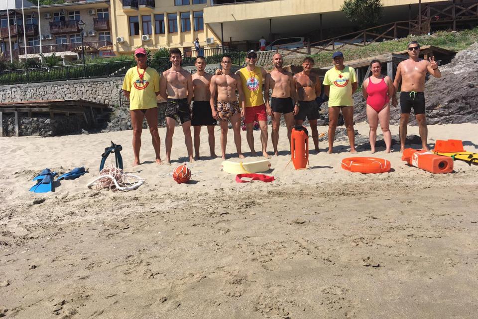 """Продължава подготовката на кандидатите за водни спасители от двете квалификационни степени на БЧК: """"Воден спасител на плувен басейн и водни паркове"""" и..."""